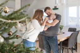 Weihnachtliches Familienfoto bei Fotoshooting Homestory