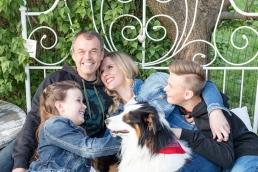 natürliche Familienfotos im Garten