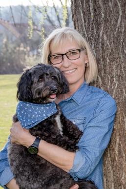 Portraitfoto mit Frau und Hund