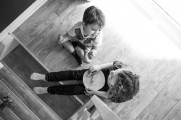 Bruder und Schwester Zuhause Fotoshooting