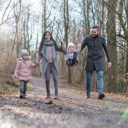 Familienfoto im Winter mit tollen Outfits