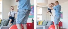 Papa und Sohn Spaß im Wohnzimmer bei Homestory Fotoshooting