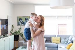Mama und Sohn Familienfotos Zuhause