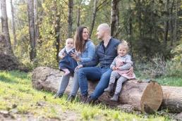 Natürliches Familienfoto bei Familienshooting