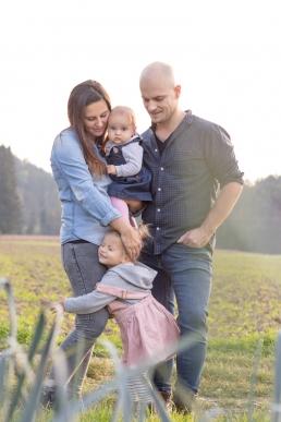 Mama, Papa und Töchter bei Familienshooting