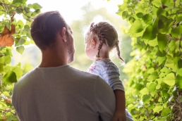 Papa und Tochter bei Fotoshooting in Südsteiermark