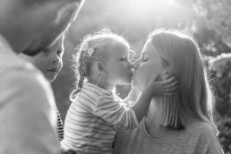 Mama und Tochter bei Fotoshooting