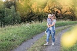 Herbstliches Fotoshooting mit Zwillingen