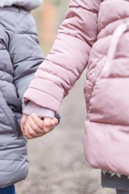 Schwestern bei Familienshooting in Graz