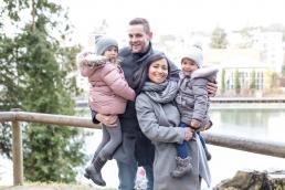 Vierköpfige Familie bei Familienshooting in Graz