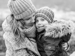 Mutter und Sohn bei Fotoshooting am Schlossberg in Graz