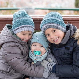 Drei Brüder bei Fotoshooting am Schlossberg in Graz