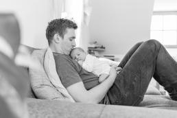 natürliche Babyfotos Zuhause Couch